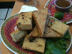 純菜食主義者(ヴィーガン)御用達の自家製豆腐レストラン | Vinh Loi Tofu