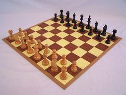 Wooden_chess-set_01